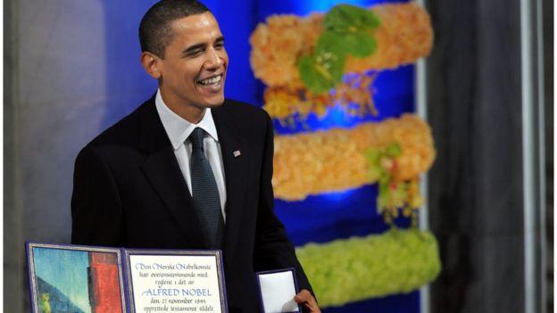 Barack Obama al recibir el Nobel de la Paz en 2009.