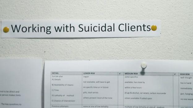 Aviso sobre como atender chamadas de suicídio