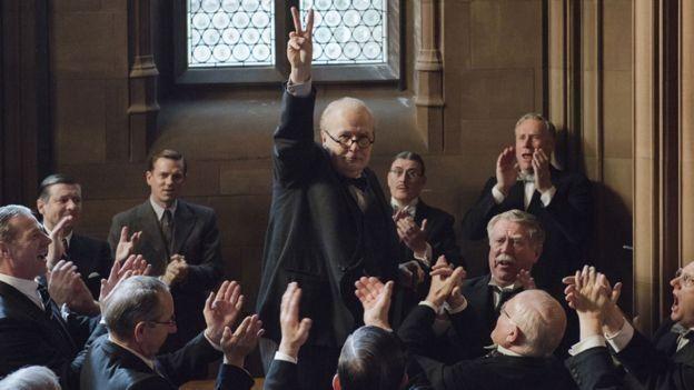 Gary Oldman en su rol como Churchill