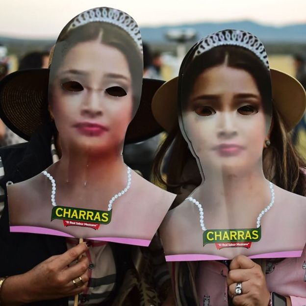 Invitadas con máscaras de Rubí