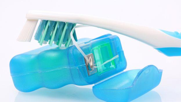 Resultado de imagen para cepillo hilo dental