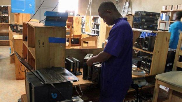 احتضنت رواندا مشروعا رائدا للطاقة _98405546_96100d4b-c160-4f81-925b-95afbe90e60b.jpg