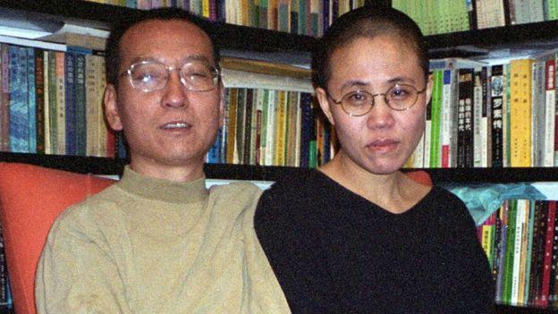 Ông Lưu Hiểu Ba và vợ ông, nhà thơ Lưu Hà, năm 2002