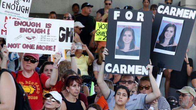 Protesto exigindo mais controle na venda de armas