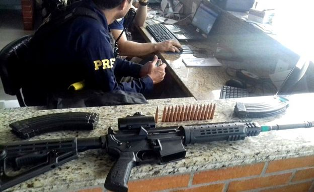 Ametralladora hallada en la escena del crimen.