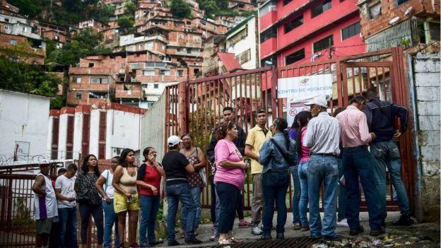 Fila para votar en Venezuela.