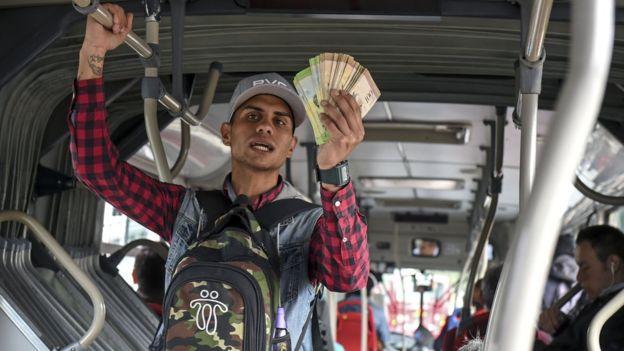 Venezolano en autobús en Colombia.