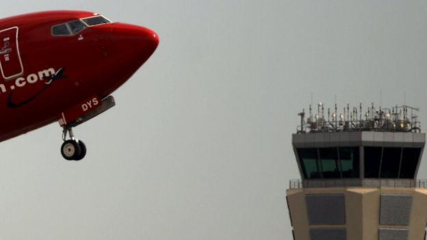 Avión con torre de control