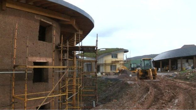 Eco house building shows on netflix