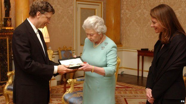 The Queen presents Microsoft tycoon Bill Gates with his honorary knighthood at Buckingham Palace on 2 March 2005