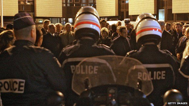 Nicolas Sarkozy speaks to police and firemen in Cergy after rioting in November 2005