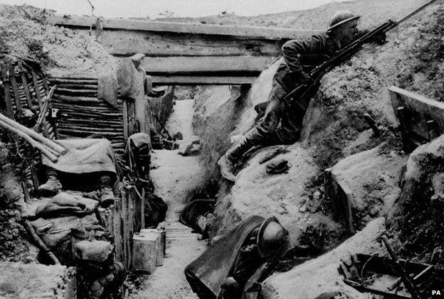 The trench coat's forgotten WW1 roots - BBC News
