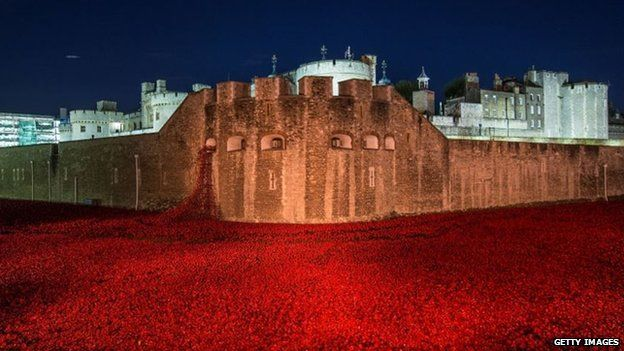 Tower Of London Poppies Final Poppy Is Planted BBC News - Tower of london river of poppies