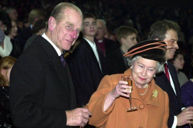 Chào đón thiên niên kỷ mới với một ly champagne ở Greenwich, London.