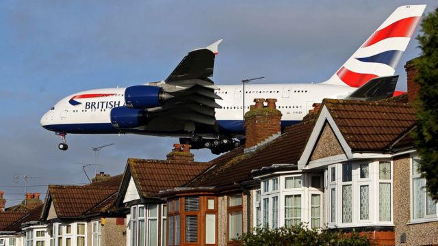 Low flying BA plane over houses coming into land at Heathrow