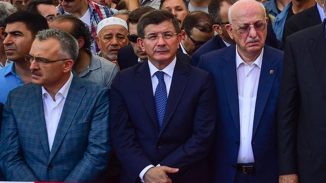 Ahmet Davutoglu (centre) at a funeral for victim (17 July 2016)