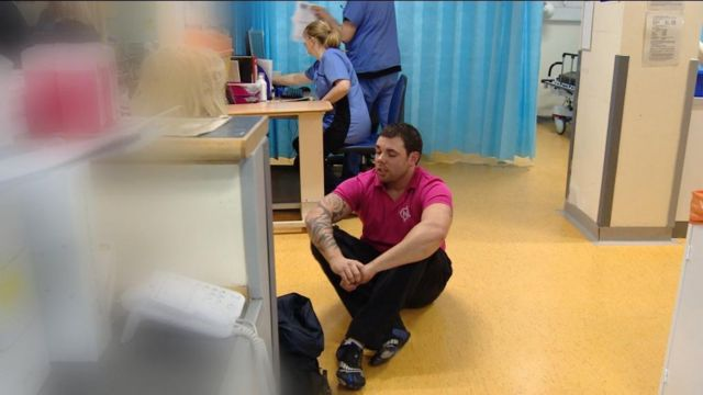 Navigator talks to victim of violence in A&E department