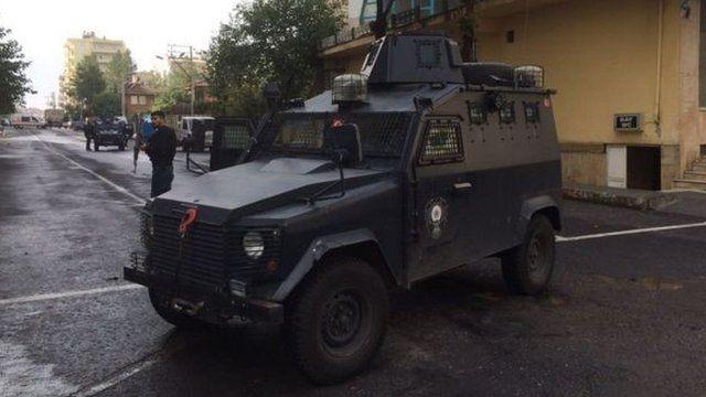 Armoured police vehicle