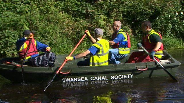 Volunteers on the Swansea canal