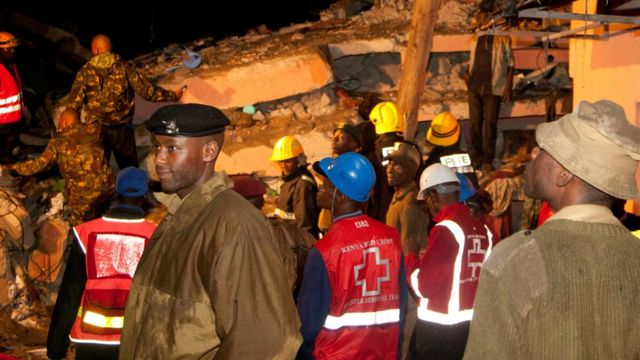 Rescue workers near scene of collapsed building in Nairobi - 29 April 2016