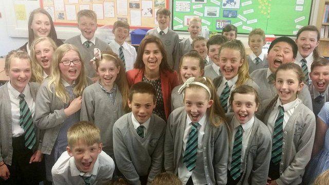 Jo Cox and school kids