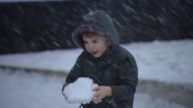 snow blankets glasgow as met office issues yellow weather