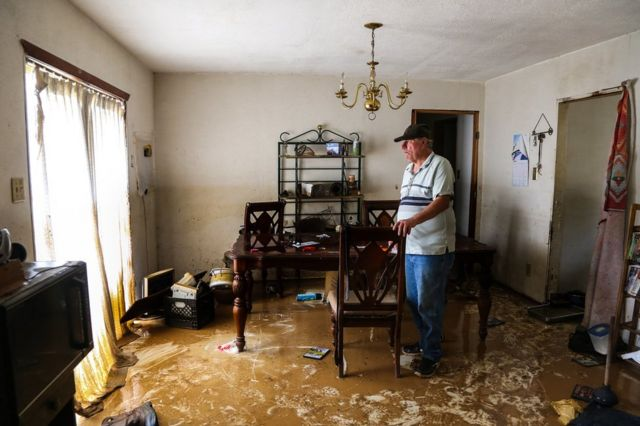 Houston floods: Uninsured and anxious, victims return home