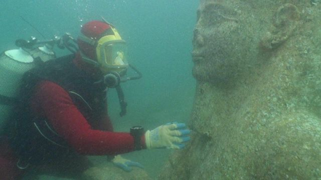 diver with statue