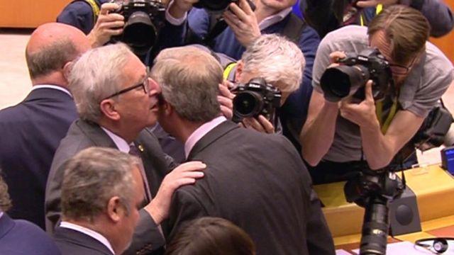EU Commission President Jean-Claude Juncker (left) and UKIP leader Nigel Farage