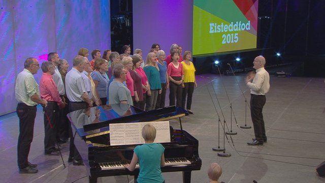 Grŵp Canu (115) / Singing Group (115)