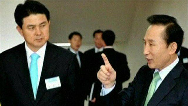 South Korean PM Kim Tae-ho (l) and President Lee Myung-Bak (r)