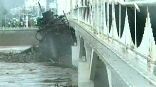 Ship is dragged under bridge