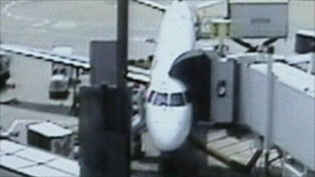 jetblue plane with emergency chute inflated