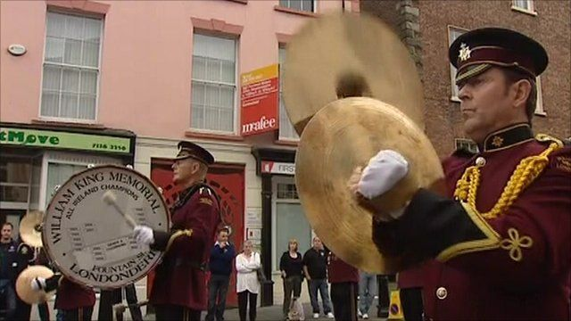 A band plays as part of the Apprentice Boys parade
