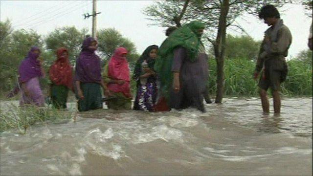Pakistanis knee deep in flood water
