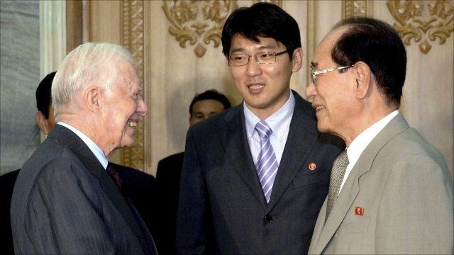 """Former U.S. President Jimmy Carter (L) shakes hands with Kim Yong-nam, president of the Presidium of the Supreme People""""s Assembly of North Korea"""
