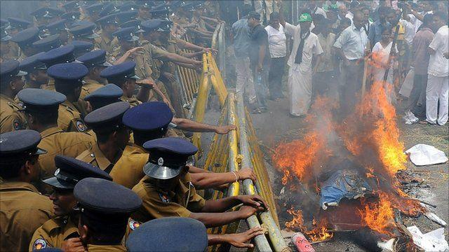 An effigy of President Mahinda Rajapaksa was burnt