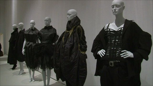 Mannequins in the exhibition