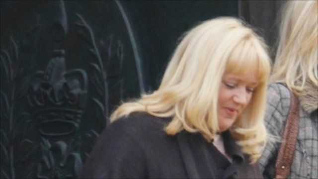 Tracy Dawber arriving at court 4/10/10