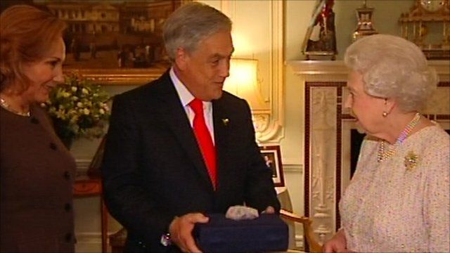 Chile's president Sebastian Piñera and the Queen