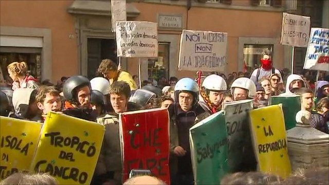 Students protesting outside the Italian Senate