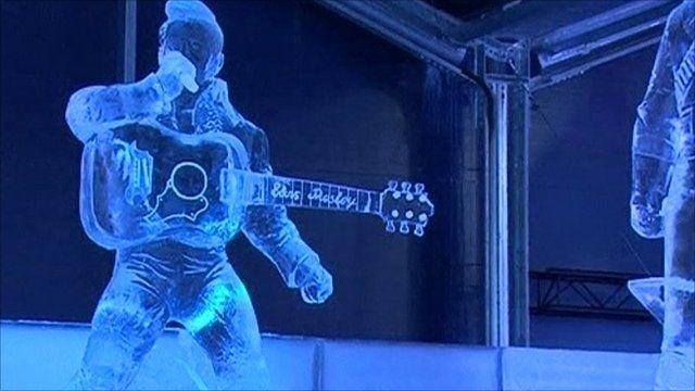 Elvis Presley carved in ice