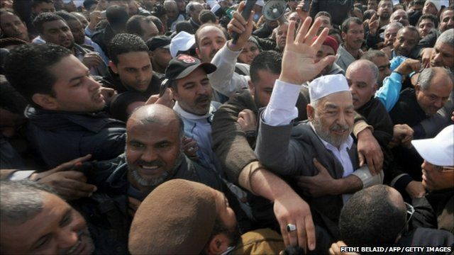 Rachid Ghannouchi in the crowd at the Tunis-Carthage airport