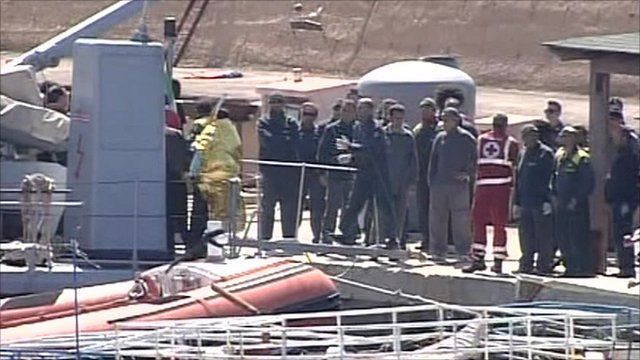 Italian rescuers with survivors