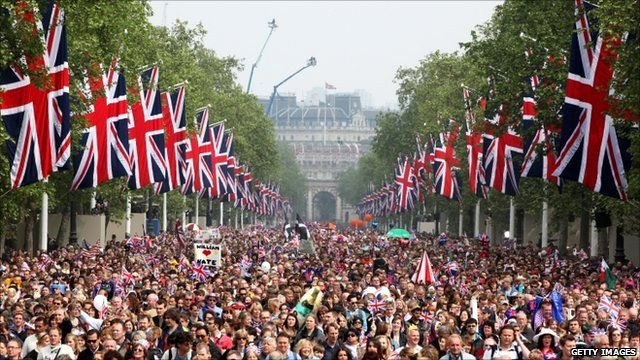 Royal wedding crowds