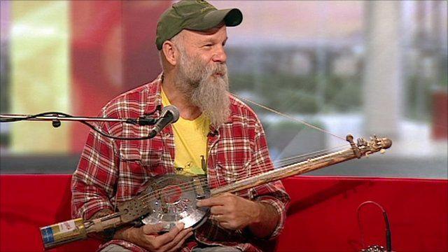 Seasick Steve Performs Old Tricks With Hubcap Guitar