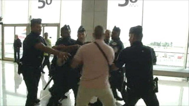 Passengers clash with police at Orly airport