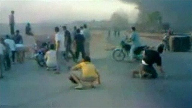 People in Hama dropping to the ground