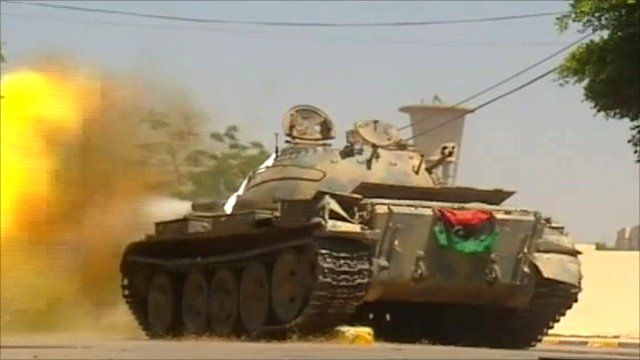 Tank being fired in Zawiya