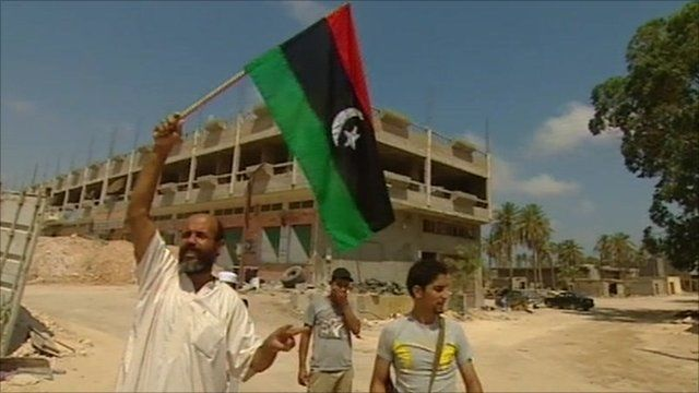 libyan holding flag